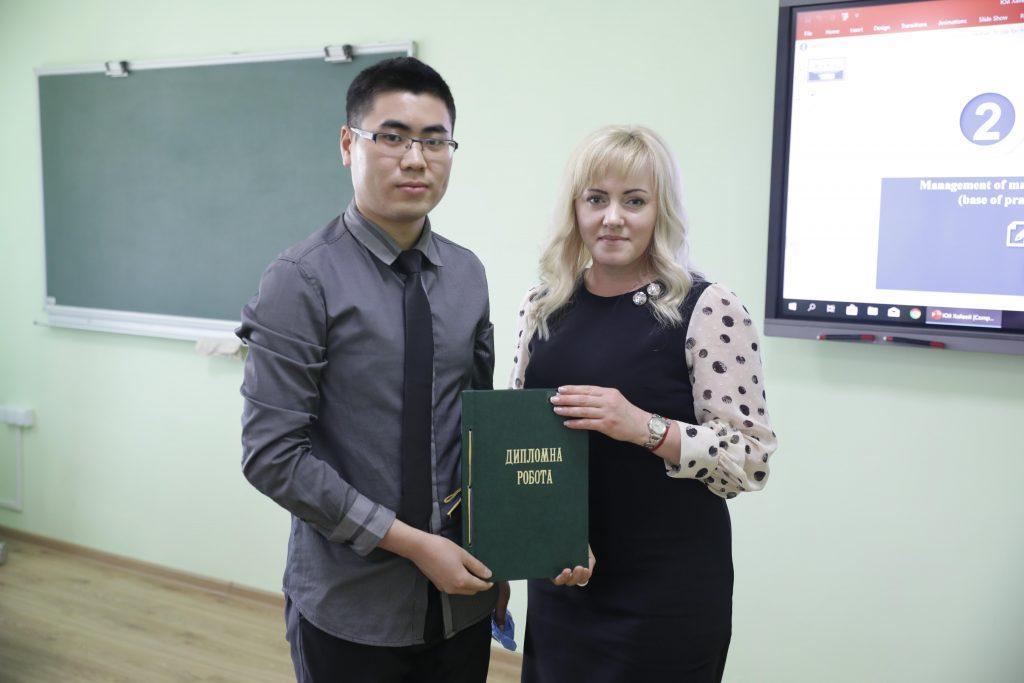 Китайські студенти СНАУ отримали ступінь магістра